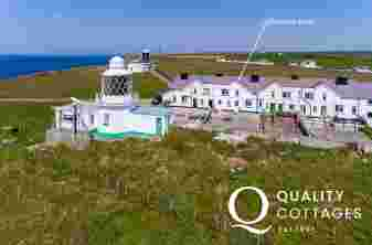 Pembrokeshire Cottage with sea views and lighthouse