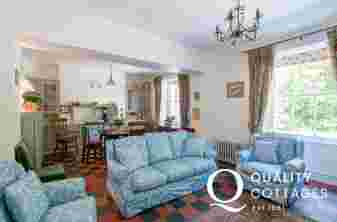 Pet friendly Cottage sleeping 4 snowdonia - lounge