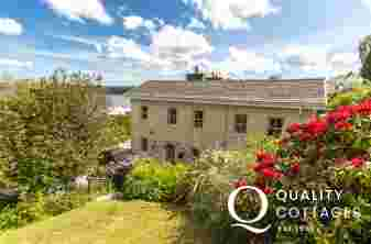 Pembrokeshire Haven Waterway cottage with river views and pets welcome