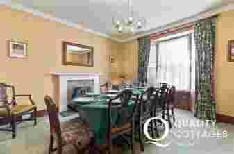 Pembrokeshire holiday house sleeping 10-dining room seating 10
