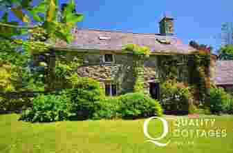 Cwm pennant holiday cottage-sleeps 4