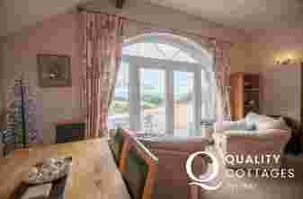 Criccieth Self catering cottage - lounge