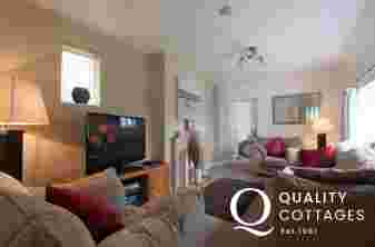 Borth y Gest holiday cottage-lounge