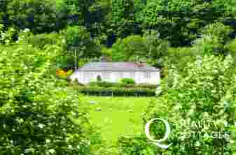 Pet friendly holiday cottage Wales - location