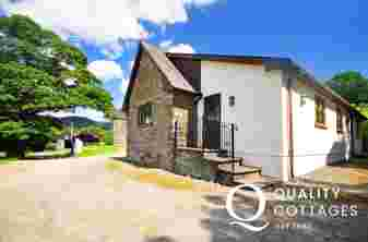 Carmarthenshire rural holiday cottage with ample parking
