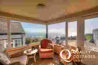 Aberdaron holiday cottage - sunroom
