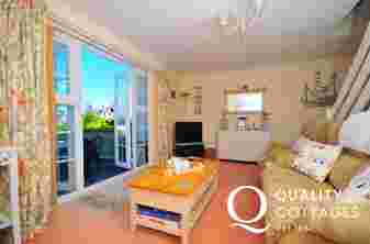 Wales Holiday cottage Borth y Gest - lounge