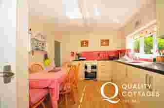 Porthmadog holiday cottage - kitchen