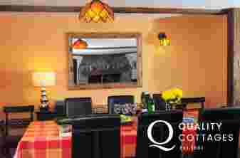 Harlech holiday cottage - dining area