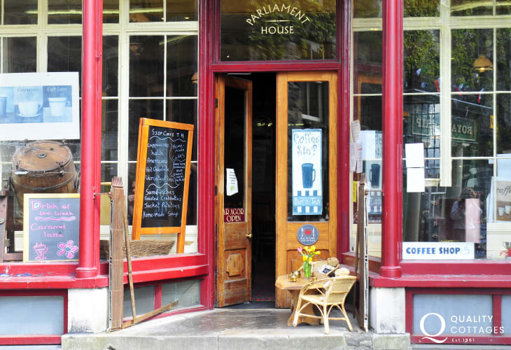 Roberts Internet Cafe in Dolgellau, serving wonderful coffee cakes and lunches