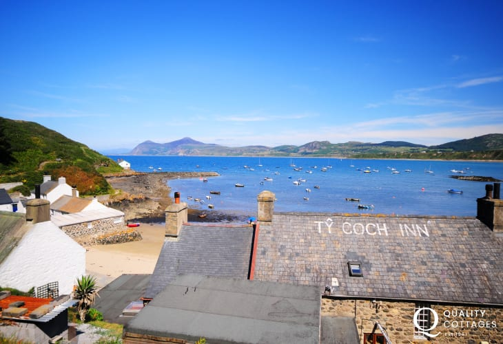 Porthdinllaen (N.T), have lunch at the Ty Coch Inn - practically on the beach!