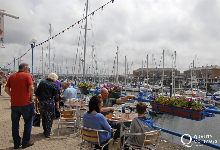 Milford Marina is a great location for alfresco dining over looking luxurious yachts