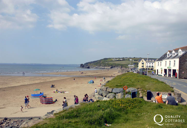 Broad Haven Beach (Blue Flag) is a glorious expanse of golden sand on your doorstep!  Popular with families and great for swimming, canoeing, windsurfing and kite flying