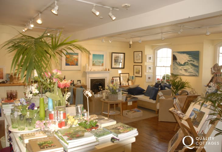 Narberth is great for shopping with a wide variety of interesting little craft shops, boutiques, delicatessens and a large antique centre