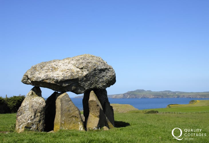 Carreg Samson - a 4,500 year old Neolithic burial chamber on the coast path overlooks the sea at Abercastle