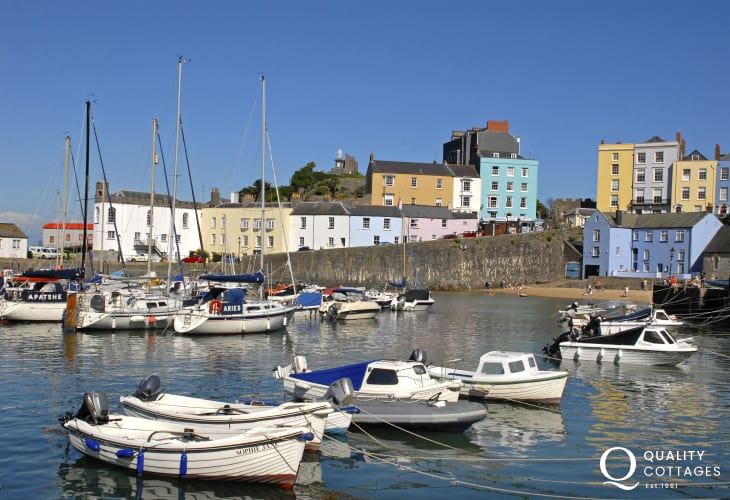 Enjoy a day out in Tenby, South Pembrokeshire - a vibrant seaside resort with plenty of boutiques, craft shops, cafes, pubs, restaurants and ice cream parlours to tempt