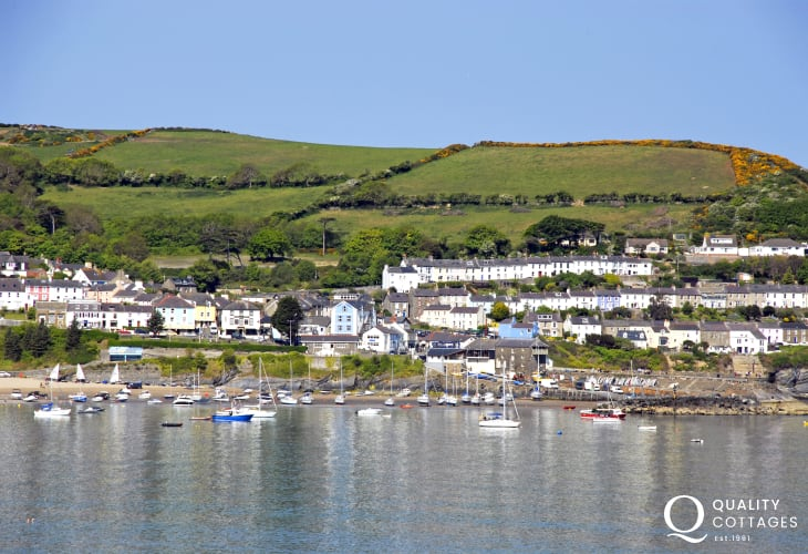 New Quay is a fascinating harbour village - explore narrow streets lined with a variety of craft shops, cafes, pubs, restaurants and 3 golden sandy beaches (Blue Flag) to choose from