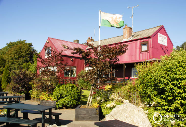 Tafarn Sinc in the Preseli Hills is the highest licensed inn in the Pembrokeshire National Park - enjoy good home cooked food, a warm welcome and the 'Hwyl of the Hills'