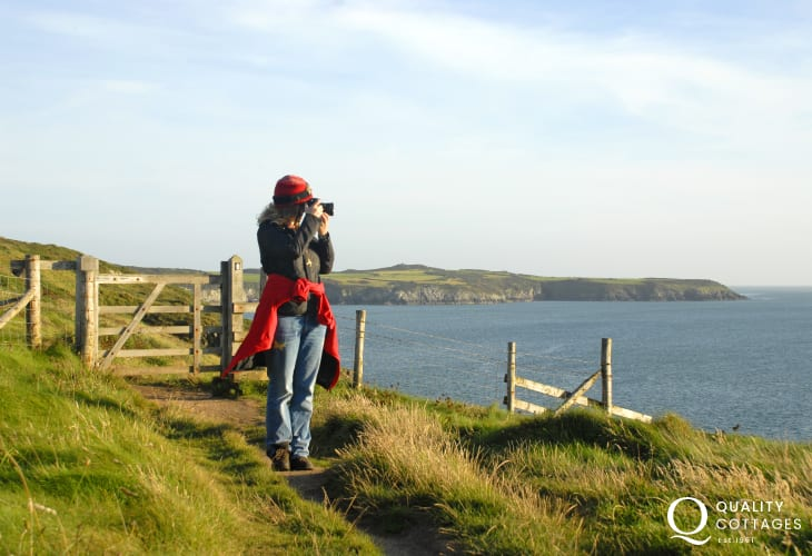 Walk the Pembrokeshire Coast Path between Abereiddy and Porthgain