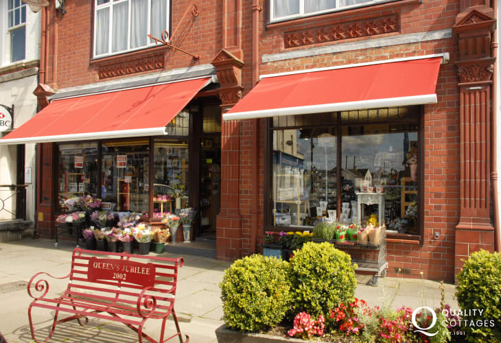 Newcastle Emlyn - a traditional Welsh market town with Leisure Centre, antiques centre, restaurants, cafes, art and craft shops and an excellent ladies dress shop!