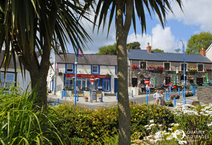 Saundersfoot is a picturesque seaside village with a harbour, 2 sandy beaches, galleries, craft shops, cafes, restaurants and pubs to choose from