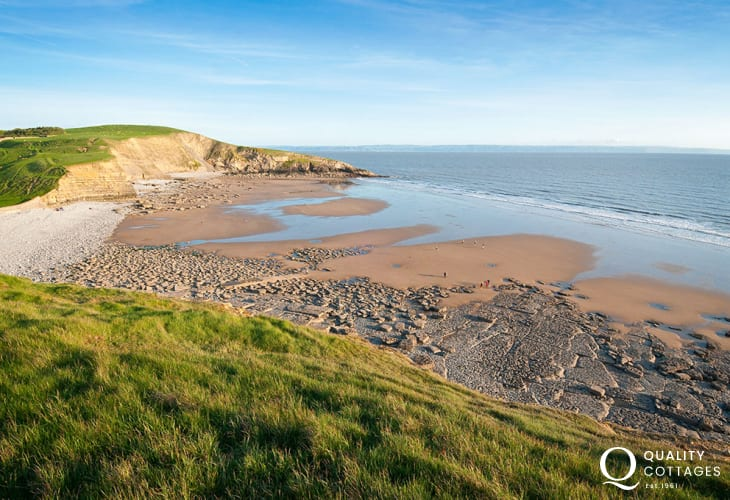 Dunraven Bay (Blue Flag) - a stunning sand and pebble beach popular with families and water-sports enthusiasts. At low tide enjoy rock pools and fossil hunting among the giant stones.