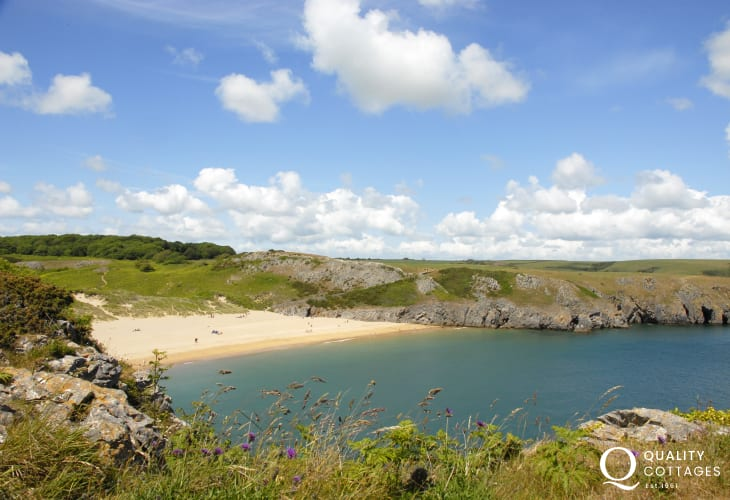 Barafundle Beach (N.T) - golden sands backed by dunes with crystal clear waters and reached by a short walk from nearby Stackpole Quay