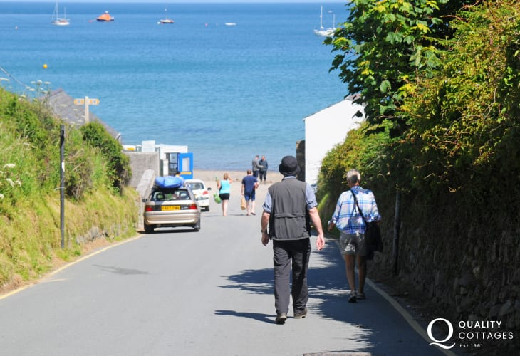 A short walk from Porthdinllaen village down to the beach (National Trust)