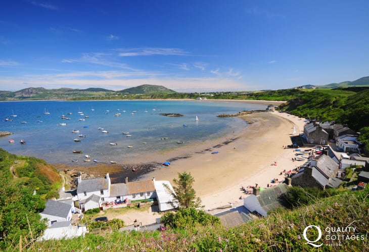Porthdinllaen (National Trust Headland) & the long sandy beach at Morfa Nefyn.