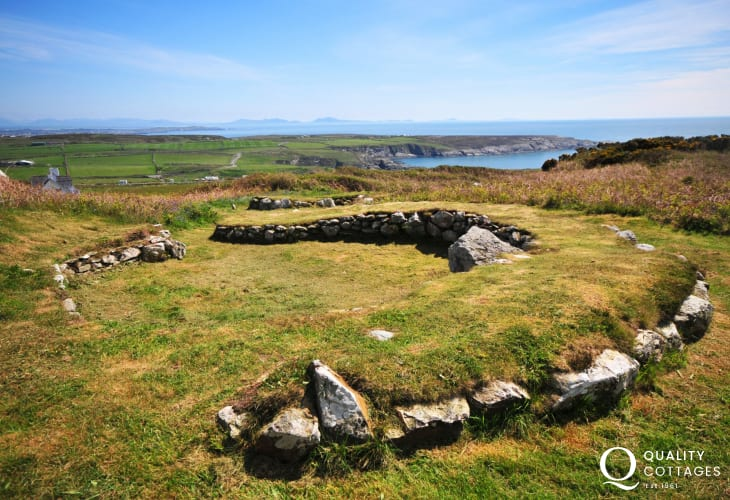 Ty Mawr hut circles are to be found in fields close to South Stack near to Holyhead. The remains consist of 10 large round dwellings interspersed with smaller buildings that are partly below ground. Some of the huts are over 20 ft, 7 metre in diameter