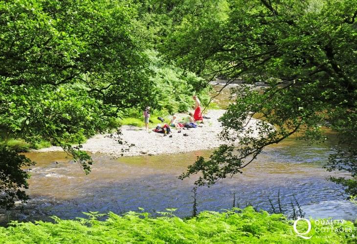 Abergwesyn picnics by the river
