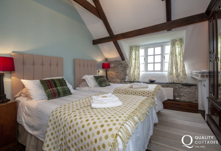 Solva Valley self catering cottage sleeping 8 - twin