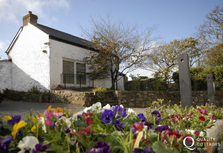 Nolton Haven holiday cottage sleeps two, pets welcome
