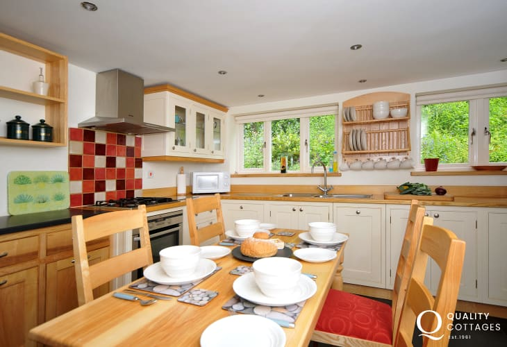 Pet free holiday cottage Snowdonia - dining table