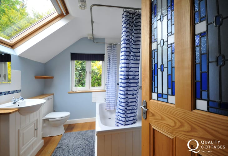 Betws y Coed holiday cottage  - bathroom