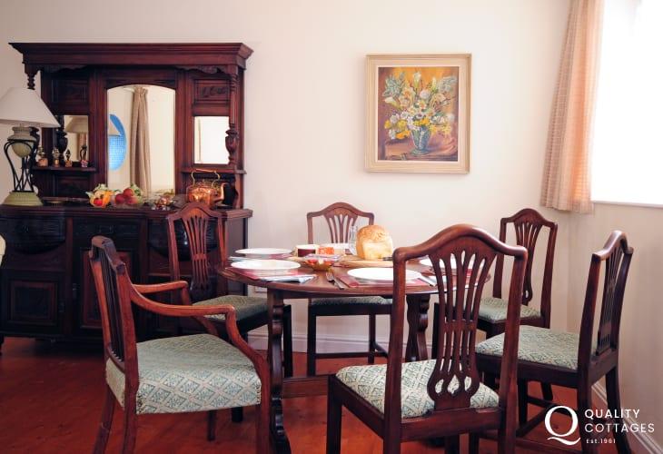 Dolgellau holiday cottage - dining room