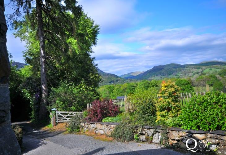 Snowdonia views - garden