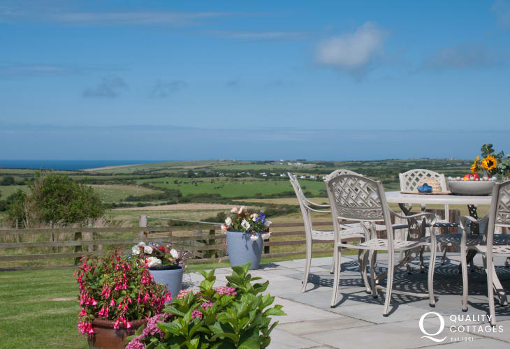 Pet friendly Aberdaron holiday cottage - sea views