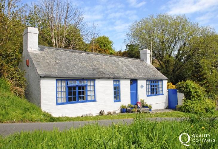18th century Pembrokeshire cottage on Marine Walk, Fishguard - pets welcome