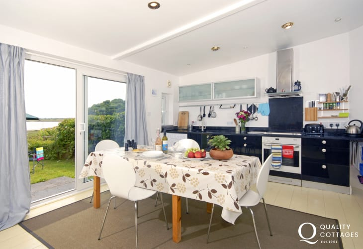 Self-catering Laugharne - open plan kitchen/diner/lounge