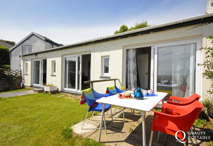 Laugharne holiday studio near Dylan Thomas Boat House - pets welcome