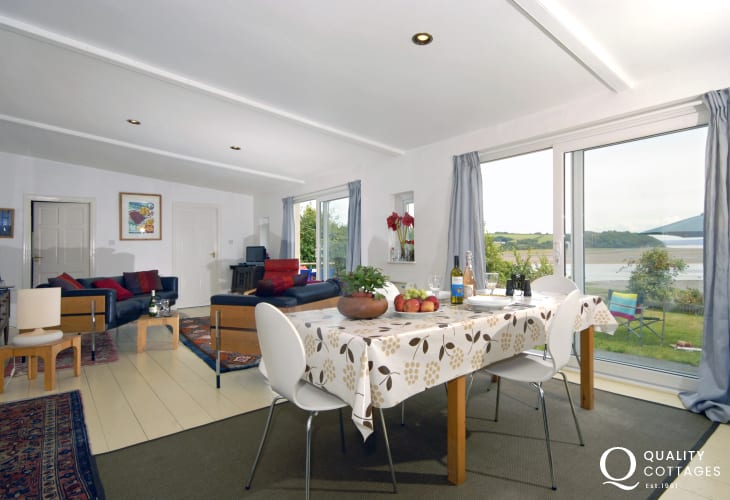 Holiday home in Laugharne - open plan dining/living room