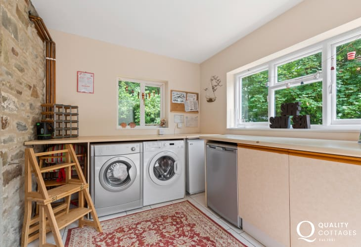 Self-catering cottage in Tresaith - utility room