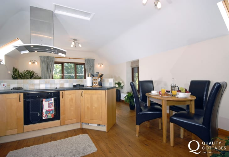 Pembrokeshire self-catering holiday cottage - open plan kitchen/diner/living room