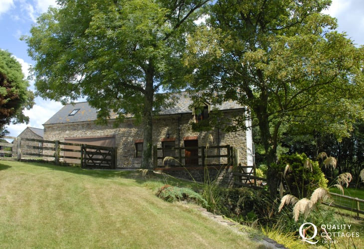 Little Haven restored stone barn near the coast with gardens - pets welcome