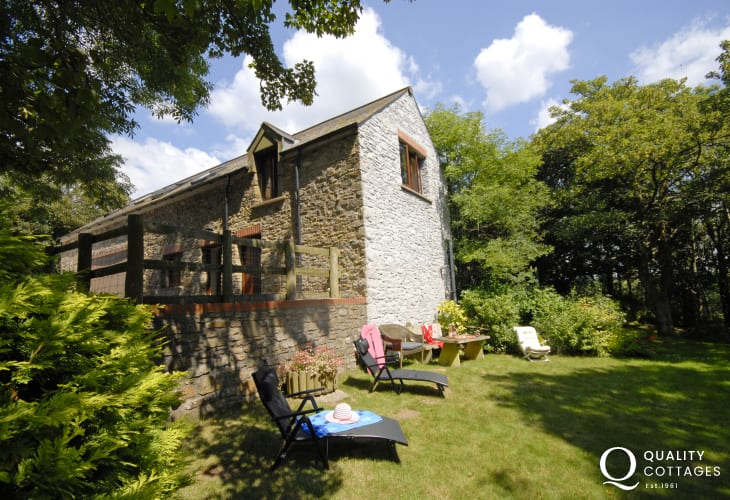 North Pembrokeshire cottage with private gardens pets welcome