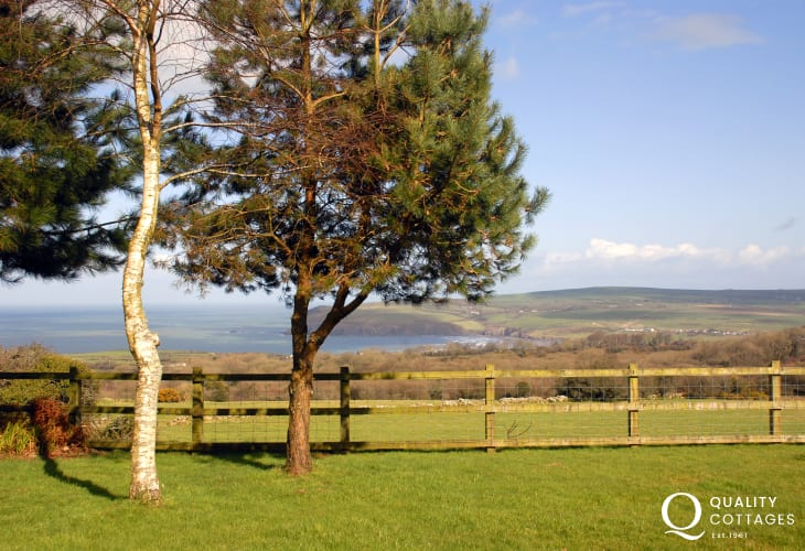 Newport holiday home gardens and surrounding countryside - pets welcome
