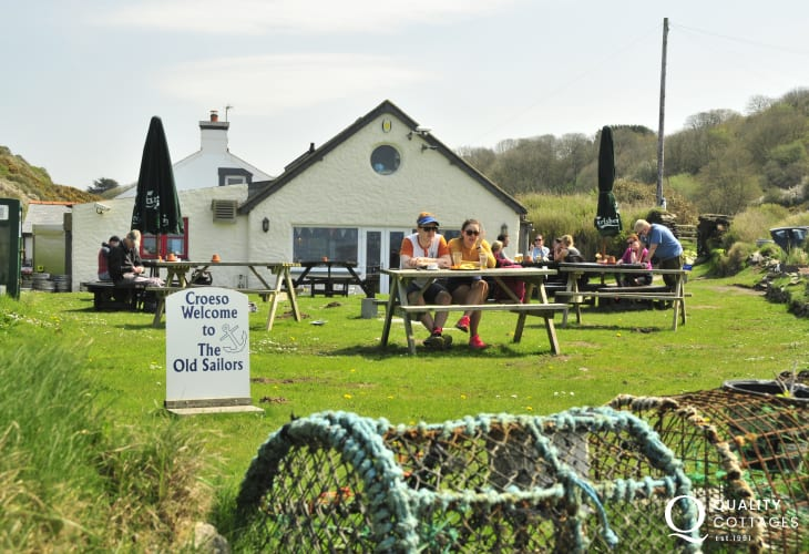 The Old Sailors - a traditional Welsh restaurant and bar right next to Pwllgwaelod beach