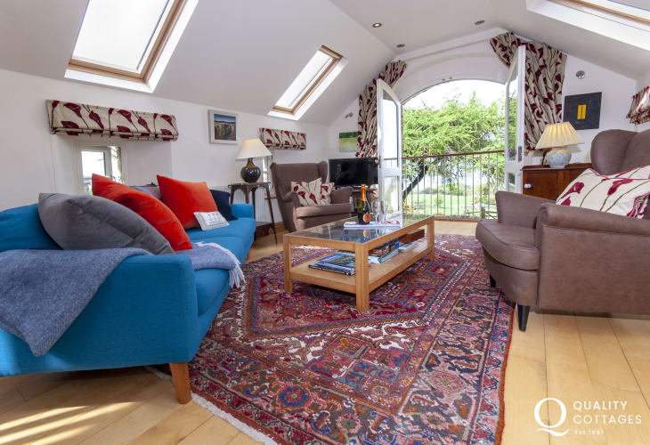 Newport Pembrokeshire holiday cottage - living room with t.v wifi and coastal views