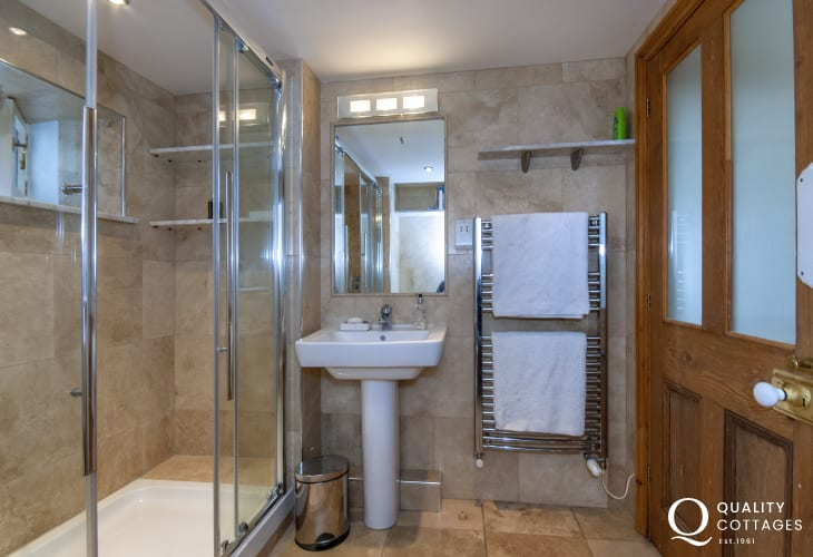 Newport holiday cottage - lower ground floor shower room with toilet and washing machine